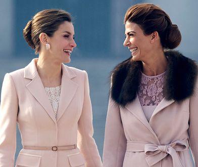 Królowa Letizia i Juliana Awada w pudrowym różu