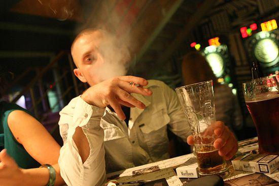 """Właściciele """"klubów palacza"""" stracą koncesję na alkohol"""