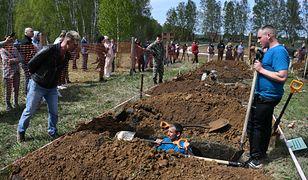 Rosja. W Nowosybirsku zorganizowano konkurs kopania grobów na czas