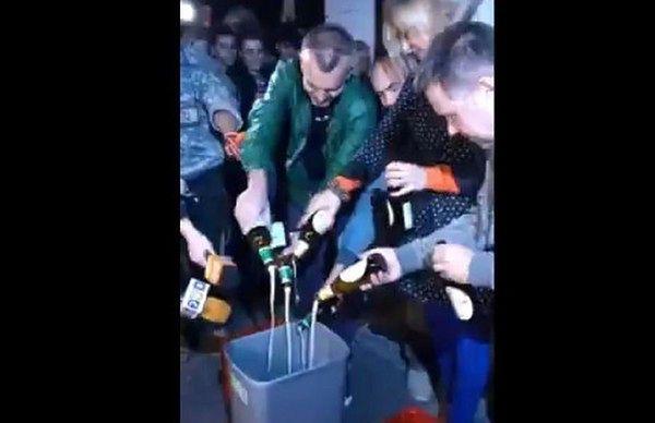 """Właściciel """"Ciechana"""" chce 100 tys. zł od """"Wrzenia Świata"""" za wylanie piwa"""