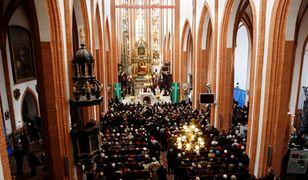 Najwięcej praktykujących katolików jest wśród zwolenników PiS