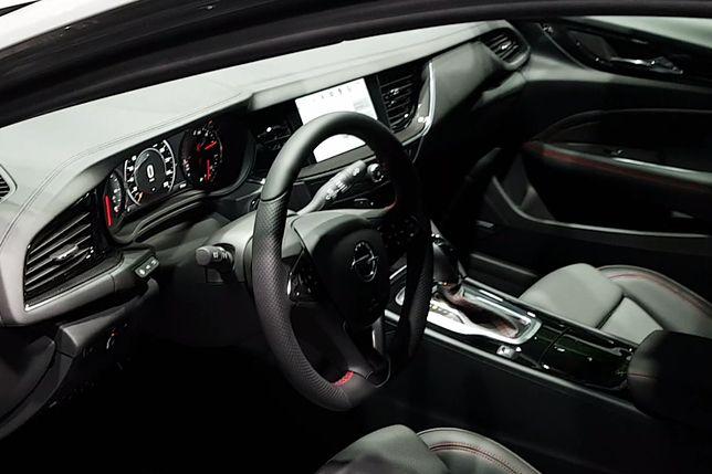 Opel Insignia GSi z bliska. Czarny koń targów we Frankfurcie?