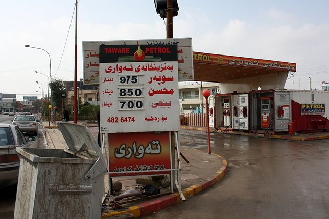 Stacja paliw w Iraku.