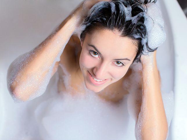 Mycie włosów powinno następować wtedy, gdy włosy tego potrzebują