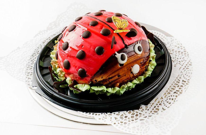 Tort urodzinowy w kształcie biedronki
