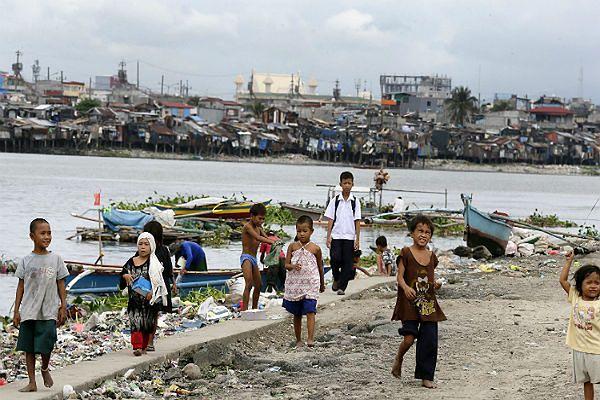 Pół miliona Filipińczyków uciekło przed tajfunem Hagupit
