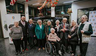 Fundacja planuje z okazji świąt podarować Sprawiedliwym prezenty(fot.FTDepths)