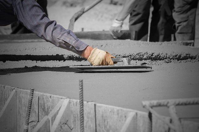 """Poddani Kim Dzong Una pracują przy budowie w Wilanowie. """"Są jak niewolnicy"""""""