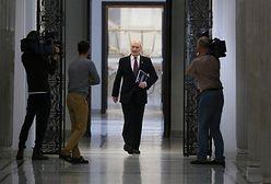 """Dziennikarze """"GW"""" wyrzuceni ze spotkania z ministrem Macierewiczem. """"To jakieś kuriozum"""""""