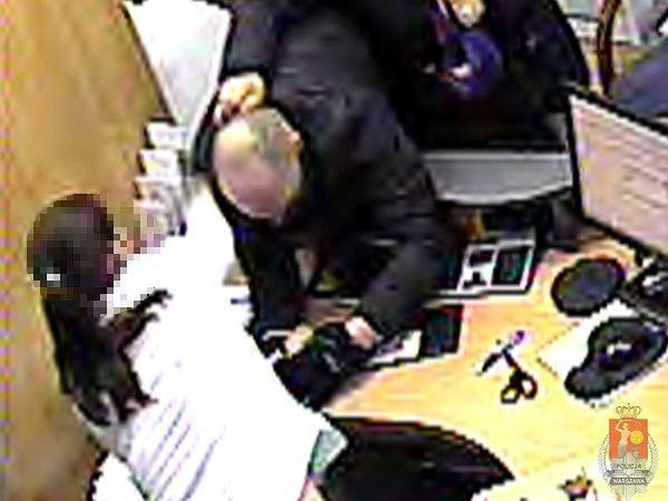 Policja poszukuje sprawców napadu na bank przy Racławickiej
