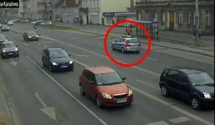 Policjanci bez wahania zdecydowali się eskortować auto z ciężarną