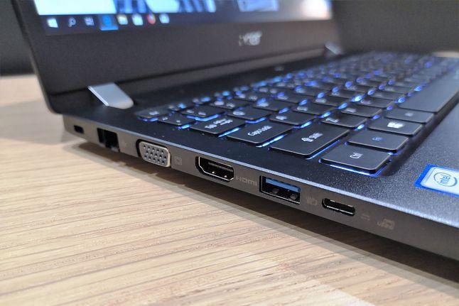 TravelMate X3 – złącza z lewej strony obudowy. Na miejscu znalazł się także Ethernet.