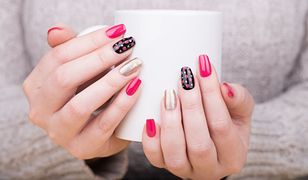 Paznokcie tytanowe pięknie prezentują się na dłoniach