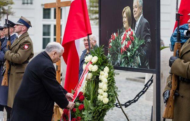 Obchody rocznicy katastrofy smoleńskiej przed Pałacem Prezydenckim 10.04.2016 r.