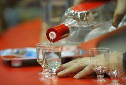 Wódka zalewa hurtownie i dziurę budżetową