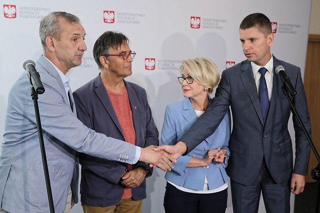 Opozycja pyta: PiS i Broniarz dogadani? Nieoficjalnie: będą nowe propozycje od rządu