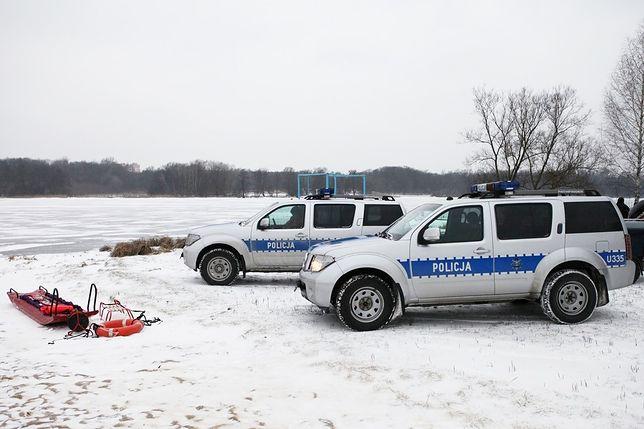 Dryfował w Warcie w Poznaniu. Policjanci uratowali 36-latka