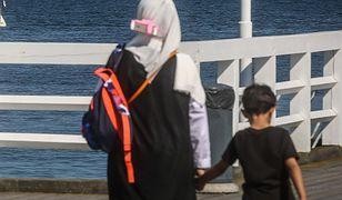 """""""Jak idziesz po mieście w hidżabie, to nagle stajesz się wrogiem publicznym"""" - mówi żona muzułmanina."""