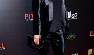 Joanna Kulig w czarnym kostiumie