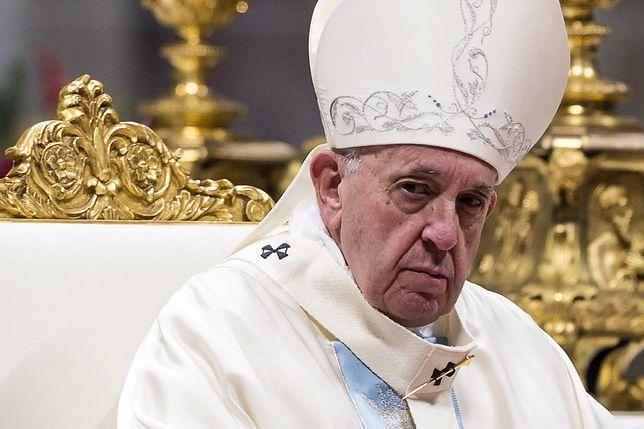 """Papież Franciszek uderzył kobietę. """"Przepraszam za zły przykład"""""""