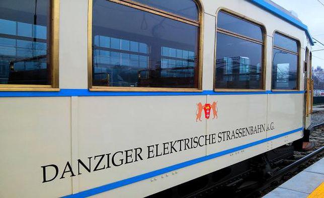 """Po Gdańsku jeździ jeden z najstarszych tramwajów w Polsce. """"Jedną ręką hamuję, drugą zakręcam"""""""