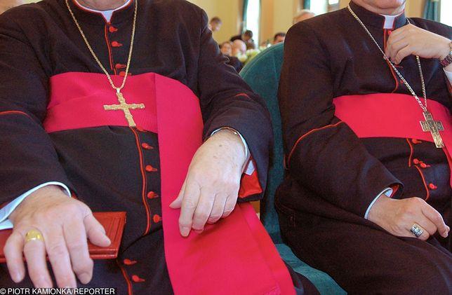 Sondaż. Notowania Kościoła w Polsce znów spadają