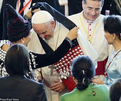 Uroczyste powitanie papieża Franciszka w Mjanmie