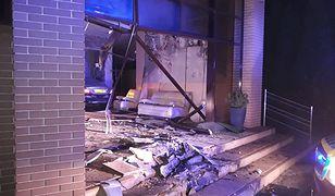 Pijany kierowca zniszczył salę bankietową.