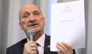 """Raport techniczny podkomisji Antoniego Macierewicza został przetłumaczony na angielski, aby walczyć o """"prawdę smoleńską"""""""