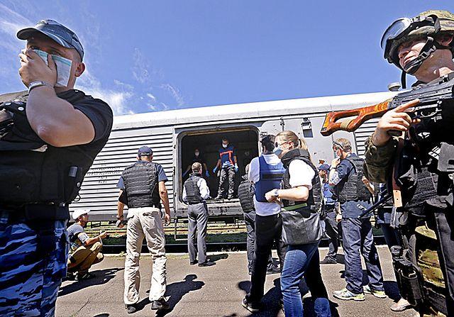 Zbadali ciała ofiar katastrofy boeinga 777 - zdjęcia