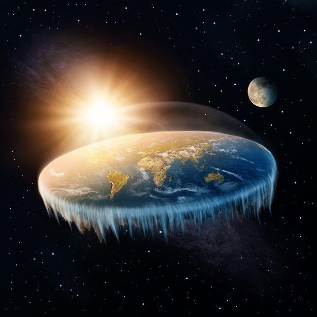 Zwolennicy teorii o płaskiej Ziemi uważają, że jest to jedyne takie ciało niebieskie