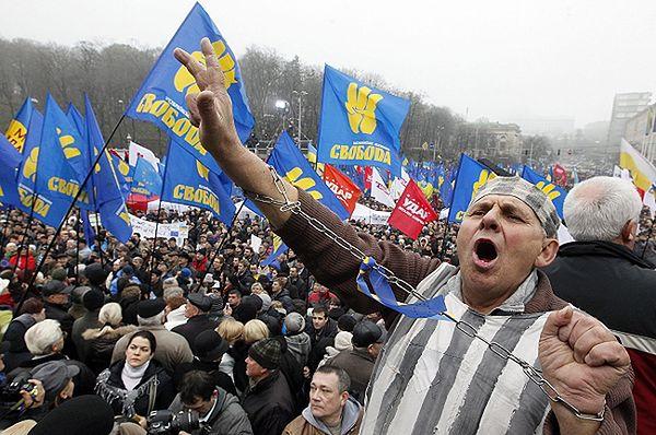 W Kijowie 100 tysięcy osób demonstruje poparcie dla UE