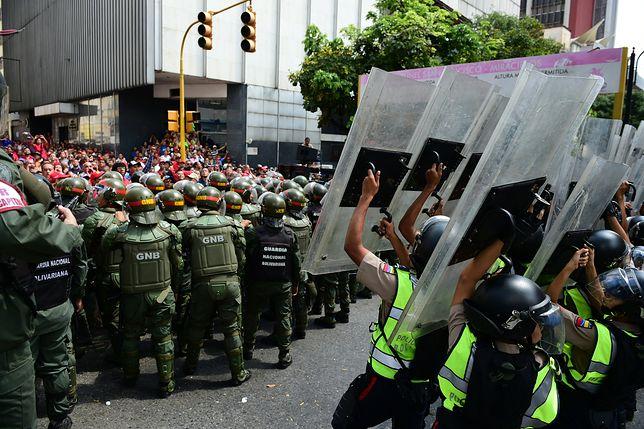 Wenezuela: wóz pancerny wjechał w demonstrantów
