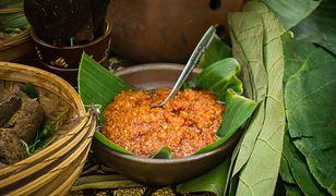 Sambal oelek jest stale obecny w indonezyjskiej kuchni