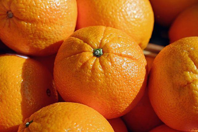 Jak sprawnie obrać pomarańczę? Wystarczą trzy ruchy nożem