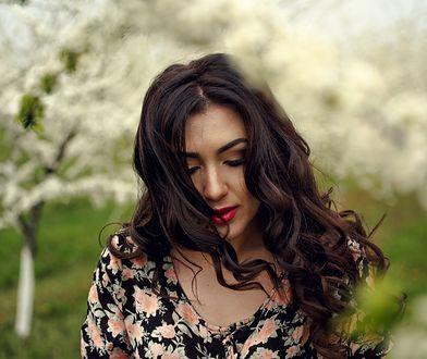 Kwiatowe sukienki to klasyka kobiecej mody