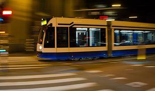 Warszawa: awantura w tramwaju. 35-latek uderzył pasażera. Użyto gazu pieprzowego