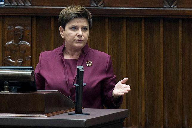 """Beata Szydło w Sejmie mówiła """"Uchem Prezesa""""."""
