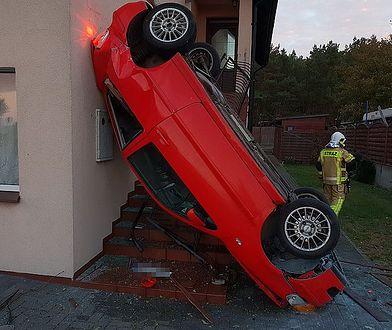 Wjechanie w dom to rzadki powód wypadku. To z Chałup na pewno będzie najbardziej niezwykłym w 2018 r.
