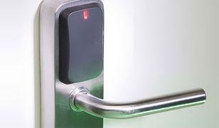 Recordura - zamek do drzwi otwierany smartfonem. Nie potrzebuje baterii!