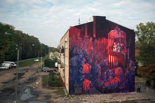 """Ten mural zyskał uznanie na świecie. Niestety teren wokół niego wygląda fatalnie. """"Mamy 2016 rok, a żyjemy tu jak w XIX wieku"""""""