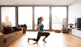 Stretching możemy wykonywać w domu, nawet oglądając telewizor