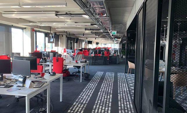 Dziś newsroomy świecą pustkami przez wirusa. Czy już tak zostanie?