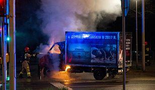 Warszawa. Jest dochodzenie ws. pożaru samochodu z antyaborcyjnymi hasłami
