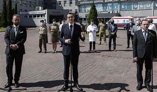 Pokazałem Polakom zdjęcie premiera. Musiałem uciekać (Felieton)