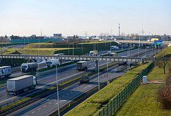 Autostrada A2. Pożar samochodu koło Poznania. Spore utrudnienia