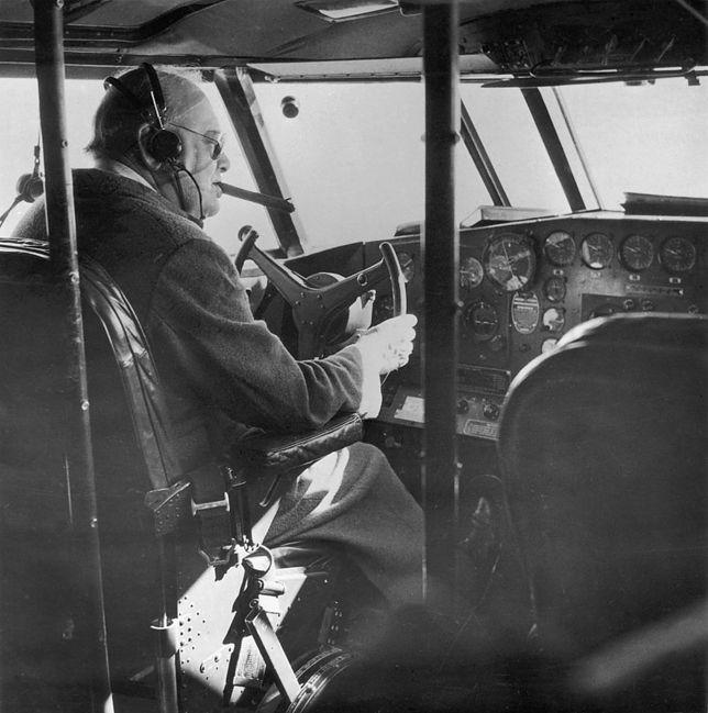 Z cygarkiem w samolocie