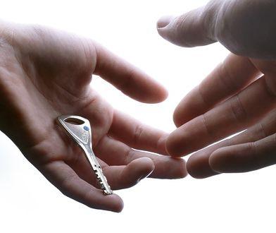 Klucz do drzwi zewnętrznych - bezpieczne wejście do domu