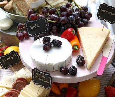 Zaserwuj deskę serów. Porady rodem z luksusowych restauracji