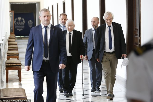 To nie koniec zmagań Kaczyńskiego z chorym kolanem
